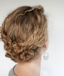Dare un twist ai capelli ricci